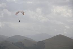 Castelluccio vol sous les nuages