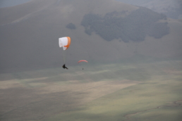 Castelluccio, vol sous les rayons